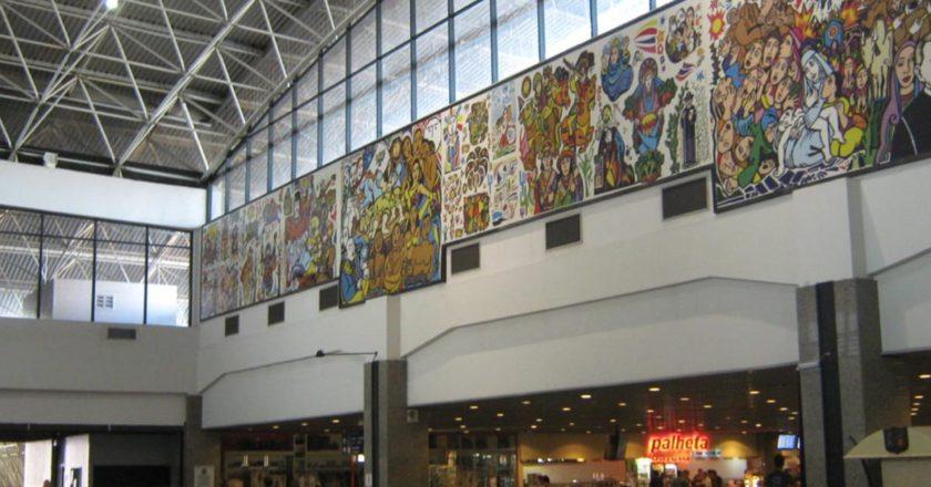 Turistas são recepcionados com show de humor no Aeroporto de Fortaleza